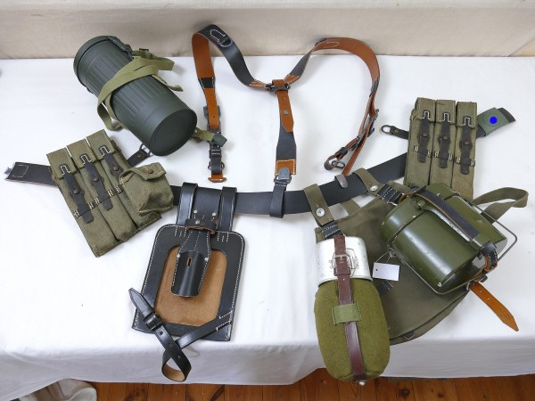 MP40 Belt Set - Y-Strap Bread Bag Magazine Pouches Leather Belt + Buckle