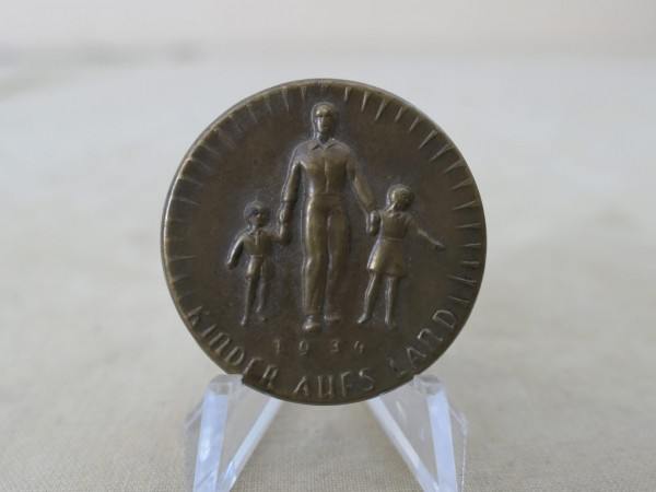 WHW badge winter relief sheet metal badge children in the country