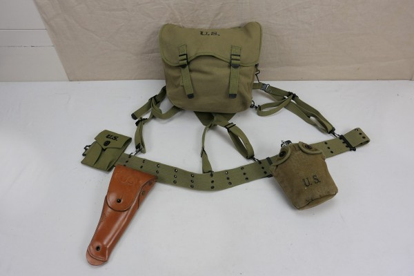US Army WW2 Assault Pack Colt 1911 Set on Pistol Belt and Suspender