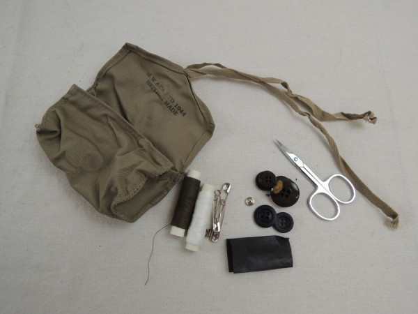 US Army sewing kit sewing kit / Sewing Kit personel itmes personal equipment