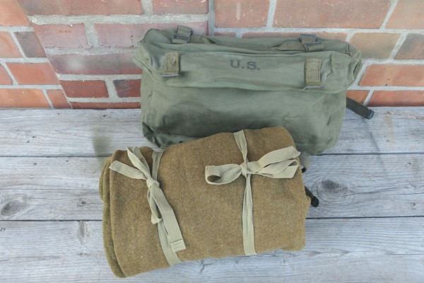 Original US Luggage - Combat Bag Pack Field Cargo M-1945 with WW2 US Sleeping Bag 1944 Wool