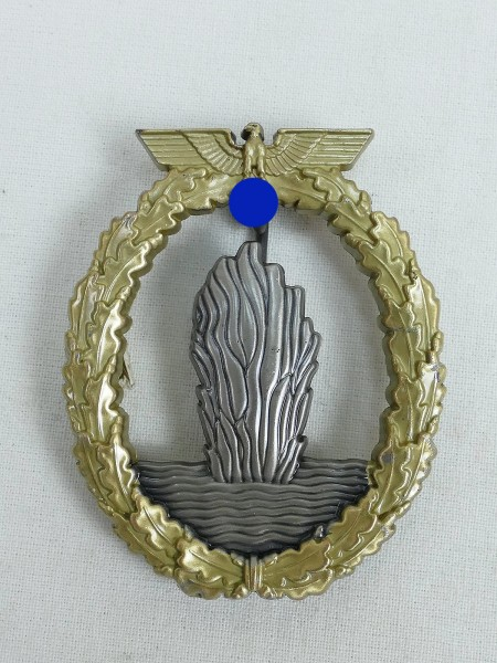 Kriegsmarine minesweeper submarine hunting war badge navy minesweeper