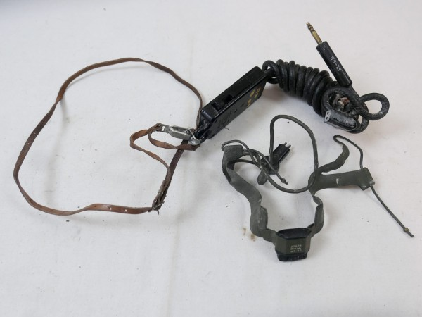 US ARMY RADIO UNIT VIETNAM RADIO RECEIVER PRC-10 + Accessories WILLYS JEEP