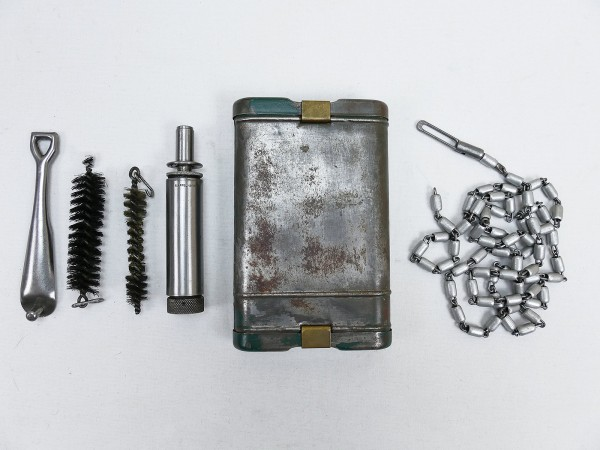 Wehrmacht cleaning device RG34 weapon cleaning device Mundlos 1938 / oiler chain case extractor brushes