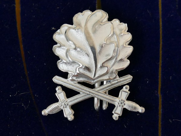 L/21 oak leaves with swords in 800 silver for the Knight's Cross of the Iron Cross 1939 RK