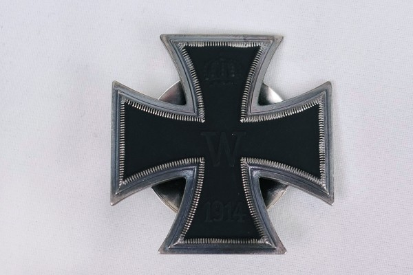 WK1 Iron Cross 1914 EK1 on turntable