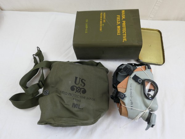 US Army Gas Mask Field Protective Mask M9 A1 in metal container