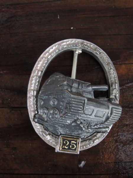 "Panzer badge with 25 ""silver"" bet number"
