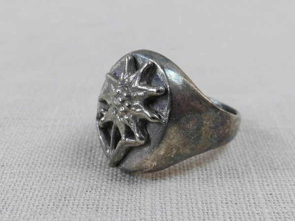 Mountain hunter traditional ring ring with edelweiss