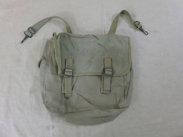 Original US Army WW2 M-1936 Musette Bag combat bag, dated 1941, movie prop