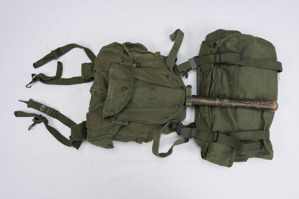 US Army Korea Era Storm Pack Equipment Luggage - Field Packs Spades