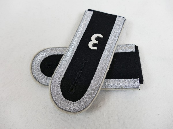 "Waffen SS Infanterie Shoulder Boards Unterscharführer Pair of Shoulder Boards with Support / Number ""3"