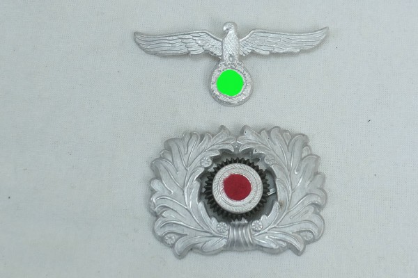 Cap eagle and cockade effects for army peaked cap - early form
