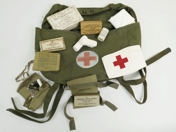 US ARMY First Aid Pack Field Cargo Paramedic Bag containing Red Cross Red Cross Willys Jeep