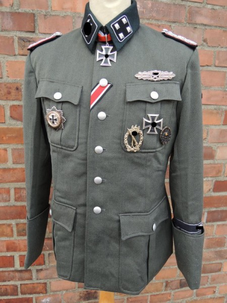 Example for an Elite Uniform Jacket M36 Officer according to template / screenplay / film props