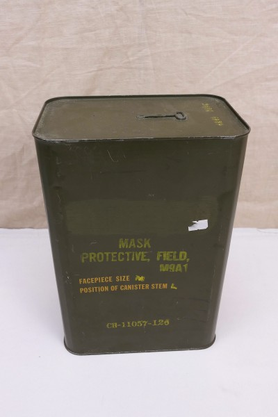 US Army Gas Mask Bag and Accessories in Container Field Protective Mask M9A1