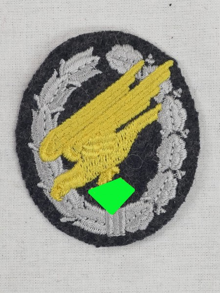 Embroidered parachutist badge for pilot blouse