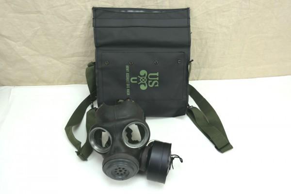 WW2 US ARMY M7 Assault Gasmask bag + Original WW2 Gasmask British Made 1944