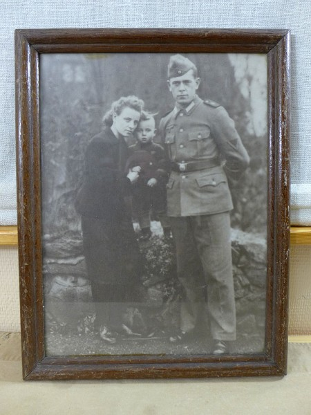 Large photo soldier and family in wooden frame behind glass 34x45cm