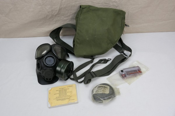 US Army M40 Gasmask + Bag + Manual + Equitment / Gasmask in gasmaskbag with accessories size M/L
