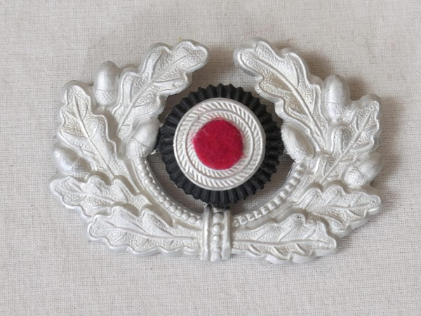Silver coloured oak wreath with felt cockade for Wehrmacht peaked cap