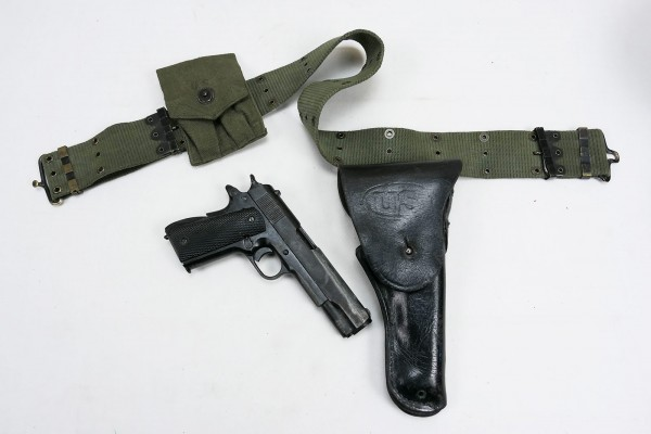 US Set Pistol Belt with Denix Colt 1911 in holster and magazine pouch
