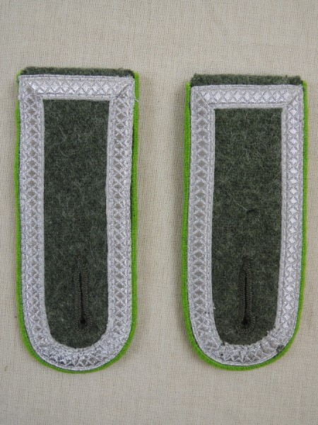 Wehrmacht shoulder epaulets mountain troops sergeants