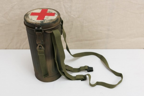 Wehrmacht Gasmaskendose Protective mask rifle with straps / straps