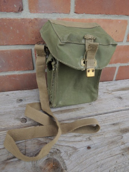 British Army gasmask gasmask bag 1944 / 1945