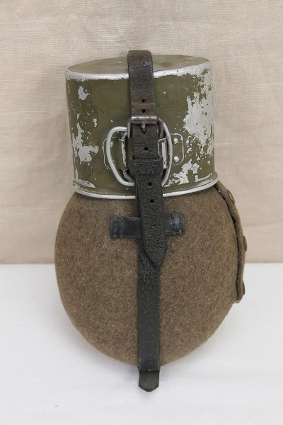 Original Wehrmacht canteen with cup 1940