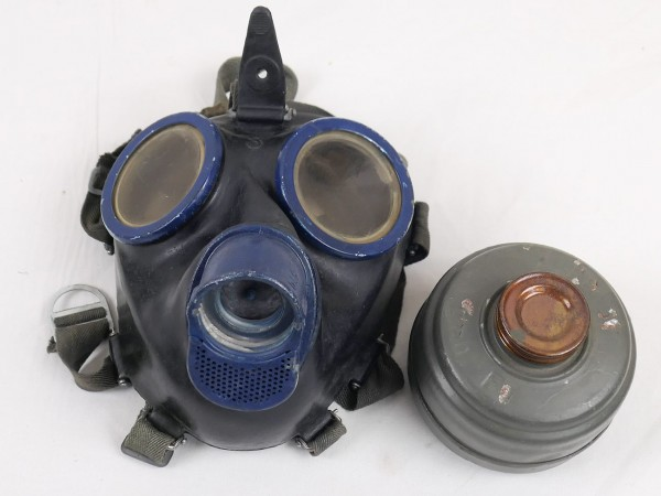 Wehrmacht gas mask btc 1944 protection mask size 3 rubber with filter FE41 clf blue