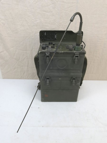 US Army WW2 Signal Corps RADIO RECEIVER BC-1000 RADIO RECEIVER and Transmitter + Antenna + Carrier