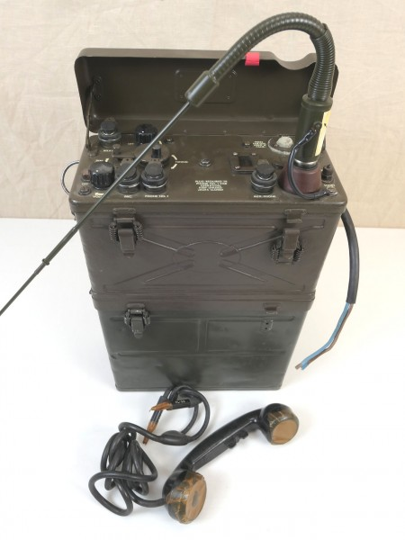 US Army WW2 Signal Corps RADIO RECEIVER BC-1000 RADIO RECEIVER and Transmitter + Antenna + Receiver